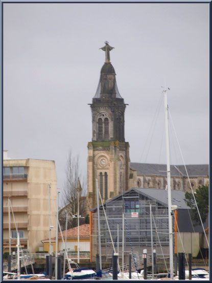 """Arcachon, """"Ville d'Automne"""", l'église Saint Ferdinand vue depuis le port de plaisance, Bassin d'Arcachon"""