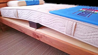 スノコや床を乾かすために、空気の通り道を作る。ベッドのカビ対策