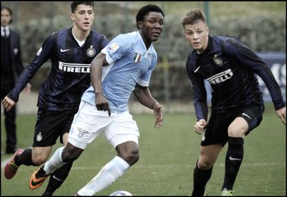 Joseph Marie Minala en action sous le maillot de la Lazio Primavera face à l'Inter.