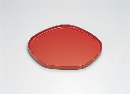 Rを帯びさせた優しいフォルムの梅型皿