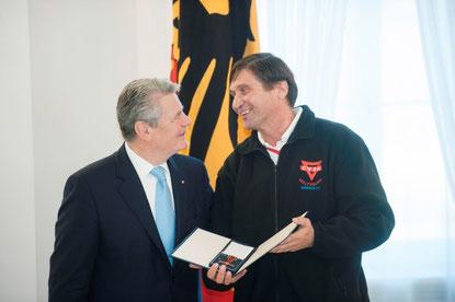 Manfred Wille (links) im Gespräch mit Bundespräsident Joachim Gauck