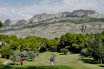 Altea Golf Club aan de voet van het bergmassief Bernia