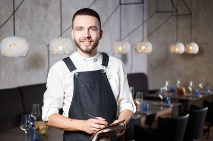 Formation par alternance de serveur serveuse en restaurant restauration