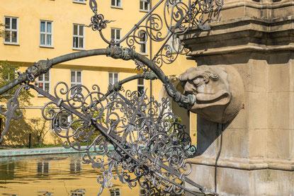 © Traudi - Brunnen im Hof des Schlosses