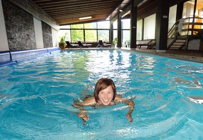 Schwimmen im Hallenbad Biohtel Ifenblick, Balderschwang