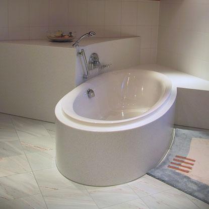 Bild:Badewanneneinfassung in Corian