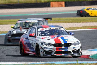 Nach hartem Kampf zweiter im Gesamtrang und Sieger in der Klasse. Der Leutheuser BMW M4 GT4 (#444).