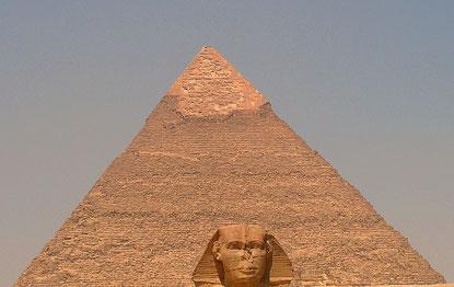 Pyramide von Gizeh / Einer steht immer vor der Linse
