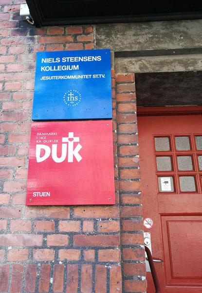 Eingang zum Niels Steensen Gymnasium und DUK