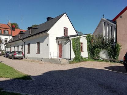 Hier wohnt Hanne: gegenüber vom Newmaninstitut und neben der Gemeinde St.Lars