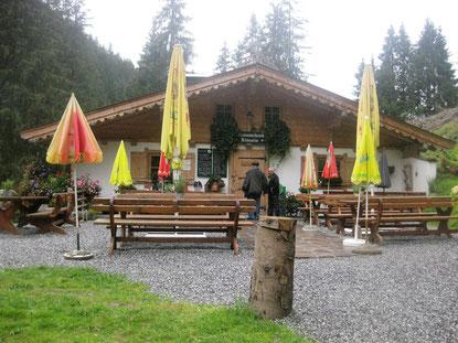 Ab der Kneippanlage in Aschau/Tirol  kann man bequem den Höhenweg zur Klooalm erklimmen