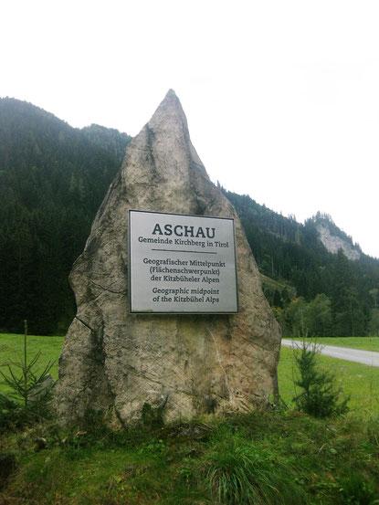 Der spitze Felsbrocken markiert den geographischen Mittelpunkt der Kitzbüheler Alpen