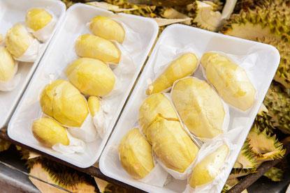 Durian décortiqué et sous blister comme on les trouve en magasin ou sur les marchés
