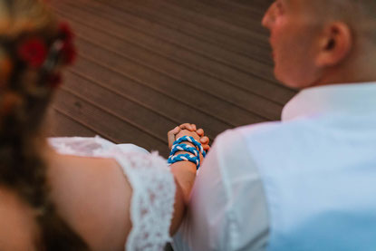 Das Hanfasting symbolisiert die Verbundenheit des Brautpaares.