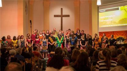 Tolle Stimmung: das erste Konzert des Afrika-Gospelchors Njabulo in der Christuskirche. Foto: Swaantje Hehmann
