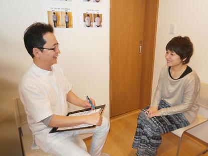 しんそう福井武生では、現在お悩みの症状を詳しく聞いて、施術に役立てています