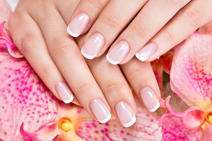 French Nails Nageldesign Wimpernverlangerung Haarverlangerung