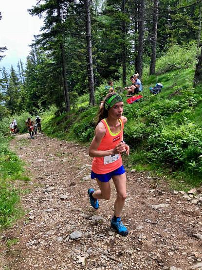 Tanja Bauer auf den letzten steilen Metern ins Ziel des Mugel-Berglaufes (Foto: zVg)