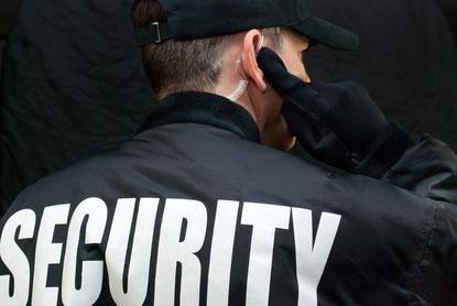 Sicherheitsmitarbeiter mit SECURITY auf dem Rücken | Bild zum Lehrgang 34aPlus