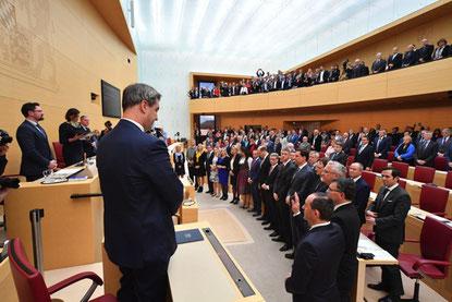 Bild aus dem Landtag. Foto aus homoeopathiewatchblog.de