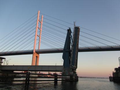 Öffnungszeit Brücke Stralsund