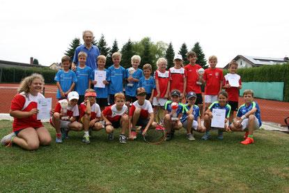 Foto: Roland Sager - TCA / hinten stehend: Louis Reber; hinten links: TC Aidenbach; hinten rechts TC Ruhmannsfelden I, vorne links: TeG Neustadt-Pförring, vorne rechts: TC Eging