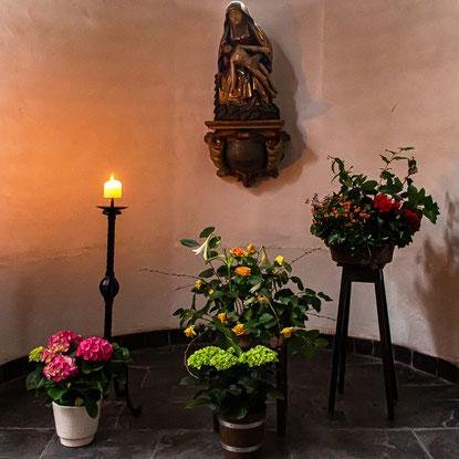 Vesperbild (Pietá) in St. Dionysius, Duisburg-Mündelheim