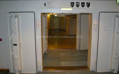 Les toilettes sont aménagées dans un abri anti-atomique. Alta