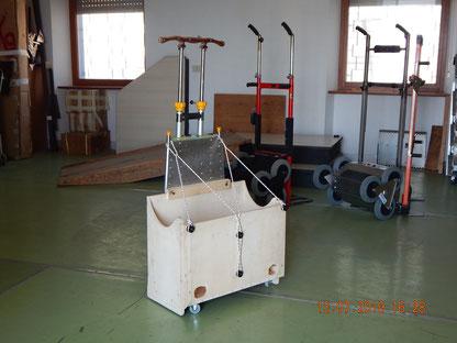 Carrelino per scale manuale con cassettone di carico