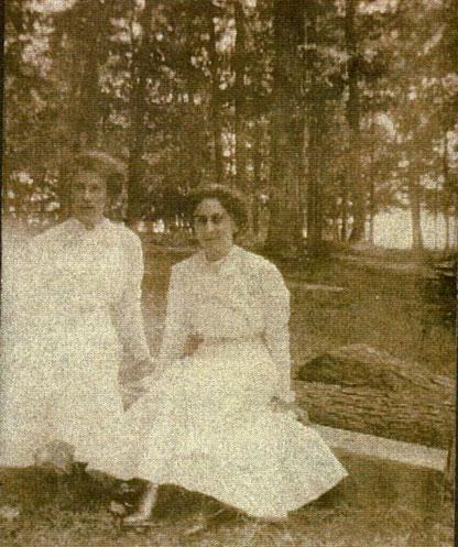 Emma CRALEY & Addie ZARFOS