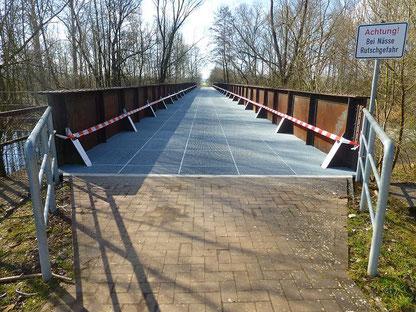 """Die """"Bimmelbrücke"""" wurde im Zuge der """"Eichsfeldbahn"""" bis 1889 gebaut und danach mehrfach erneuert und umgebaut. Seit einigen Jahren können Radfahrer und Fußgänger sie nutzen."""