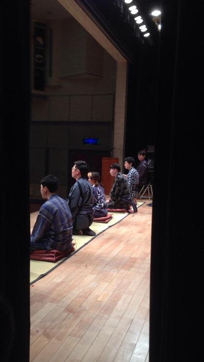 이것은 오오기리 라고 하는 일종의 일본 연극입니다. 서로 대화를 이어가면서 하는 이야기입니다. 현립대학에서 2~3주동안 연습하고 6월3일에 발표를 했는데 많이 연습을 해서 그런지 큰 긴장감없이 잘 끝낼 수 있었습니다. 그리고 협립대학 생활이 끝나고 학생들과 헤어질 생각을 하니 슬픈 감정도 있었습니다.