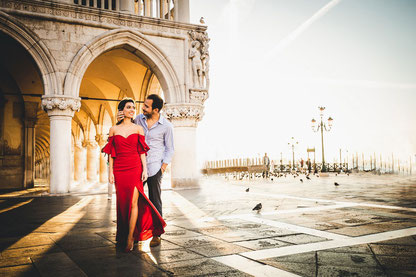 photographer couple photoshoot in venice italy