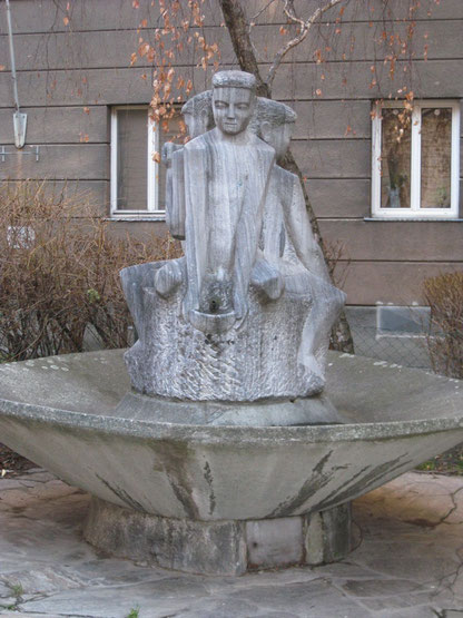 (c) Ewald Judt (2014), Brunnen mit Knabenfiguren von Matthias Hietz