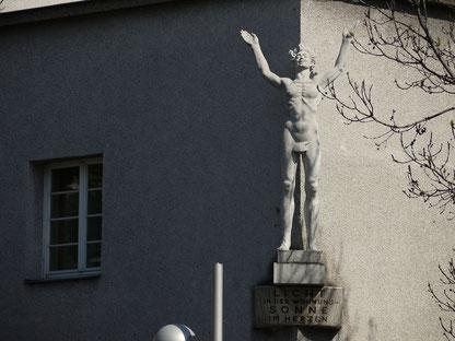 (c) Thomas Ledl (2014), Der Lichtbringer im Franz-Domes-Hof