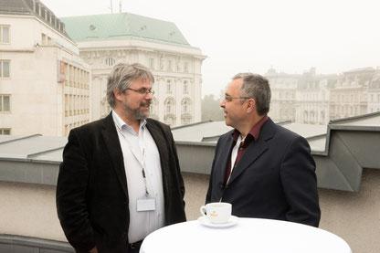 (c) SPÖ Bundesbildung (2014), Der Autor Herbert Wagner (links) im Gespräch mit dem Präsidenten der NATURFREUNDE Internationale, Manfred Pils