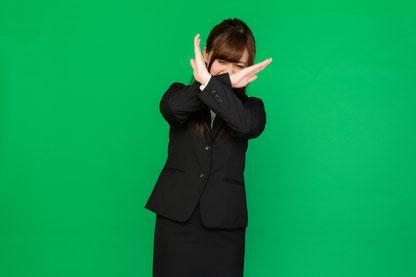 腰痛で長期間コルセットを使用する女性
