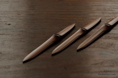 古材の煤竹を用いた菓子切り「ささのは」