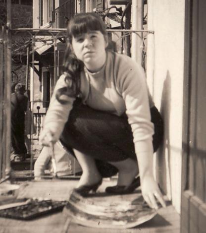 Bettina Heinen beim Malen auf einem Balcon in Locarno, 50er Jahre