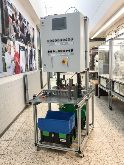 Prototyp der in Eigenregie entwickelten Arbeitsstation für Mechatroniker.