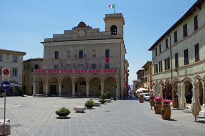 Palazzo Comunale an der Piazza del Comune in Montefalco