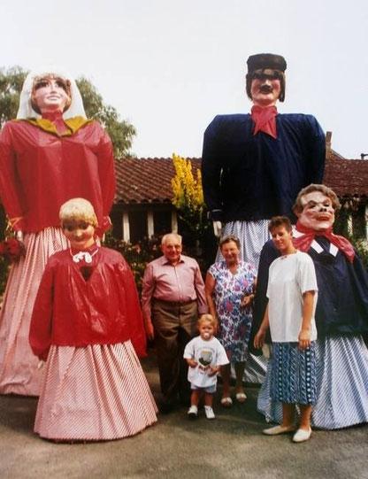 Zante, Rinette, Pélot et Pélette lors de la Ducasse de Maffle 1994