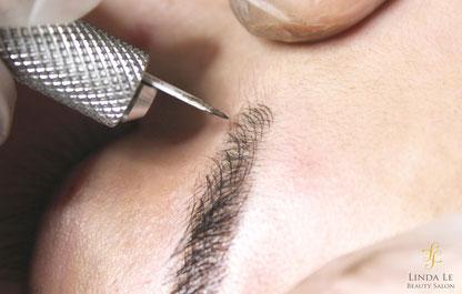 Feine Natürliche Härchenzeichnung Augenbrauen Microblading Nahaufnahme Pigmentierung Behandlung