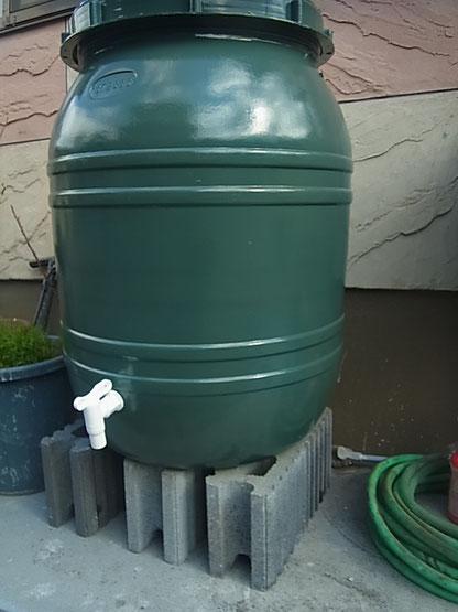 熊本で外壁塗装工事完了後に設置予定の雨水タンクグリーン。160L