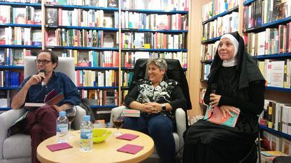 D'esquerra a dreta: Bernat Puigtobella, Montse Barderi i Berta Rubio interpretant a Maria Llong