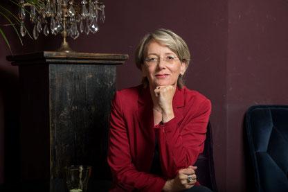 Sabine Lansing, Expertin für Serviceorientierung und Knigge