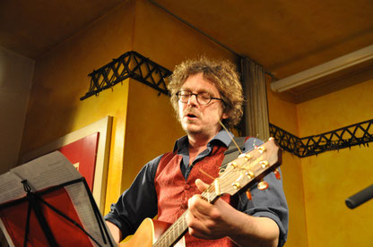 Christov Rolla an der Gitarre