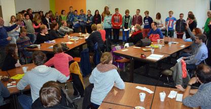 Die Klasse 8 c belgeitete die Referendarinnen und Referendare des Studienseminars Leer.