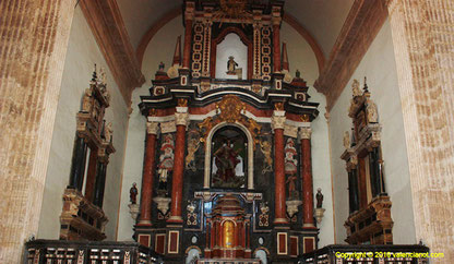 Iglesia de San Miguel de los Reyes en Valencia., restaurando los frescos, puliendo el pavimento, limpiando las paredes y el altar mayor así como disponiendo butacas en la nave y el coro.