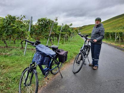 Cachetour durch die Weinberge im Regen